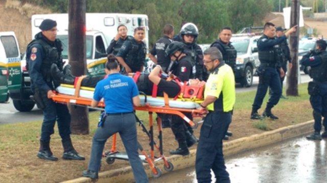 ¡Volcadura de camioneta de la Policía Penitenciaria en Aguascalientes dejó 3 lesionados!