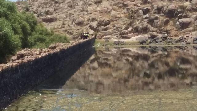 ¡Hallaron a un hombre muerto, desnudo y putrefacto, en una presa en Cosío, Aguascalientes!