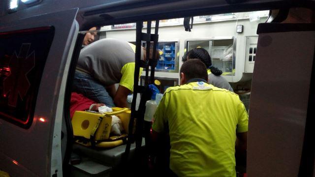 ¡Tráiler impacta camioneta en la 45 Norte: seis heridos!