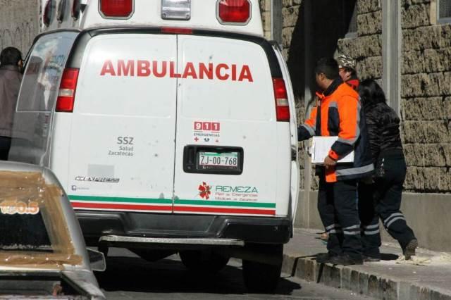 ¡Autobús con 20 jornaleros chocó contra un árbol en Fresnillo: 2 lesionados!
