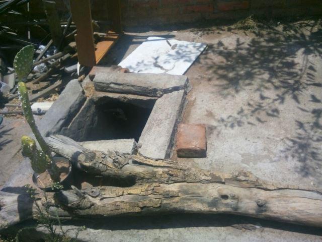 ¡Hallaron a un hombre muerto y putrefacto dentro de un aljibe en una casa en Aguascalientes!