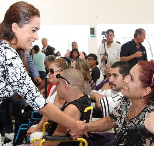 ¡Tere Jiménez entrega apoyos a emprendedores con discapacidad!