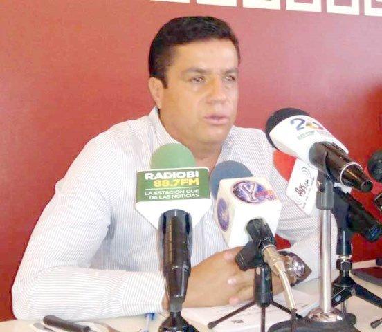¡Sanciones a quienes comercialicen uniformes escolares: Arturo Fernández Estrada!