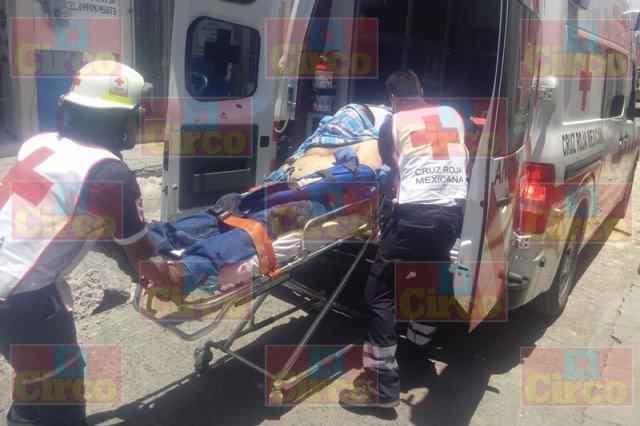 ¡Hombre sufrió lesiones graves tras la volcadura de su camioneta en Lagos de Moreno!