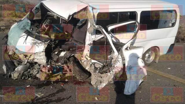 ¡Choque frontal entre 2 camionetas en Ciénega de Mata, Ojuelos, dejó 12 lesionados!