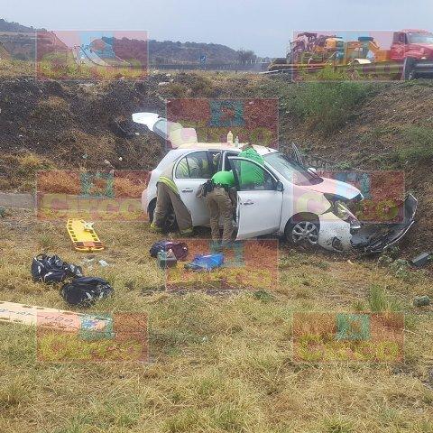 ¡3 lesionados graves tras la volcadura de un auto San Juan de los Lagos!