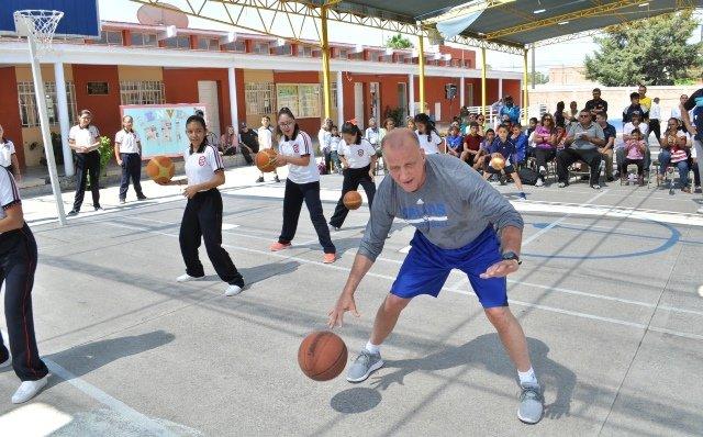 """¡Gran clínica del IDEA en la primaria """"Carlos A. Carrillo"""" de la Colonia Gremial con Bob Mackinnon Jr.!"""