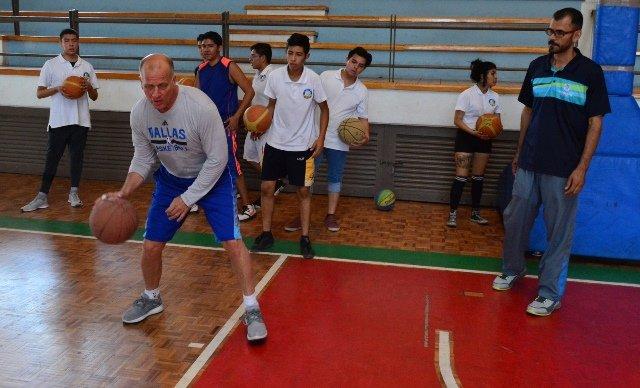 ¡Concluye la primera fase de las Clínicas de Baloncesto del IDEA con Bob Mackinnon Jr.!