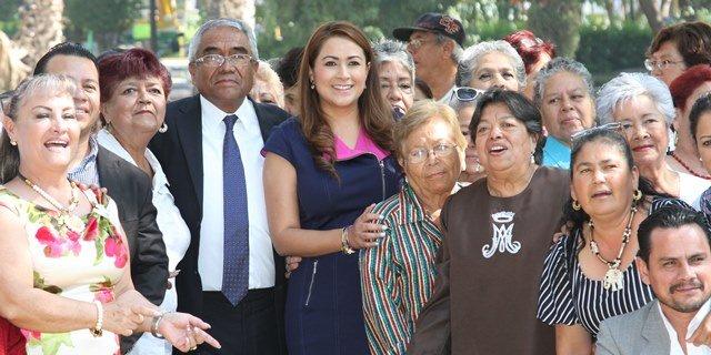 ¡Tere Jiménez brinda atención oportuna a grupos de la tercera edad!