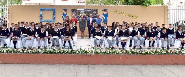 ¡La alcaldesa Tere Jiménez madrina de una generación de alumnos de primaria!