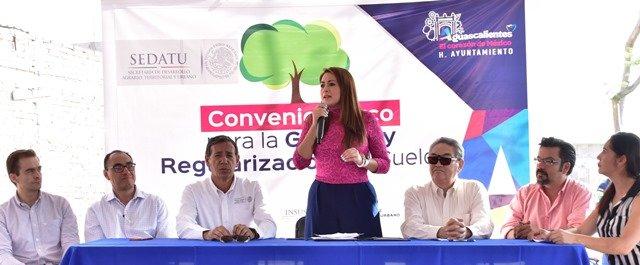 ¡La alcaldesa Tere Jiménez firma alianza para que vecinos del bordo Santa Elena escrituren su patrimonio!