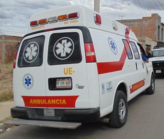 ¡Agoniza delincuente que fue golpeado por el comerciante al que asaltó en Aguascalientes!