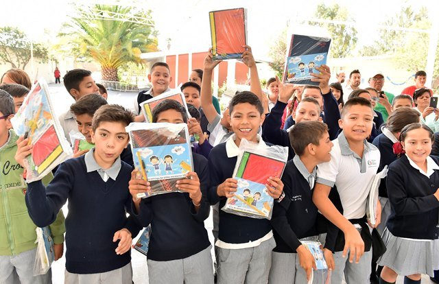 ¡Gobierno del Estado entrega 60 mil paquetes de útiles escolares!