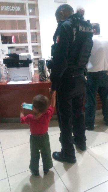 ¡Rescataron a 2 niños golpeados y detuvieron a su madre policías municipales de Aguascalientes!