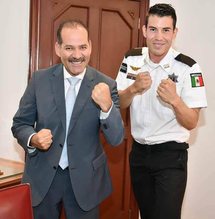 ¡Tarde de puños en el Palacio de Gobierno de Aguascalientes!