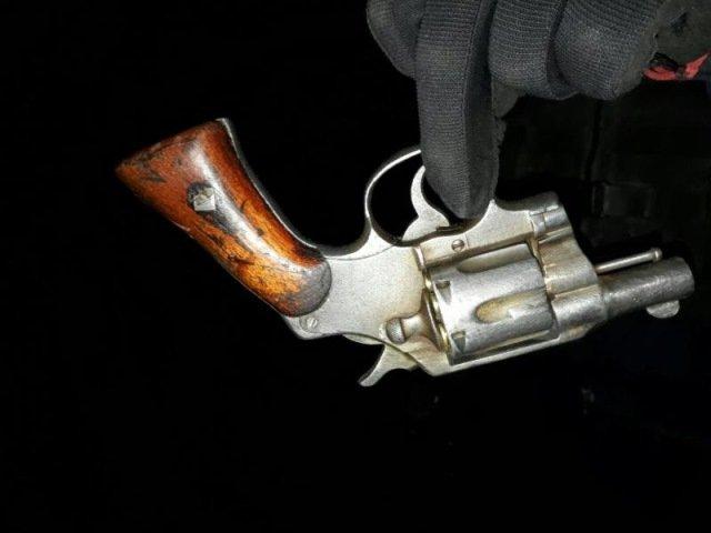¡Policía Estatal Preventiva detuvo en Fresnillo a un hombre con arma de fuego y equipo táctico!