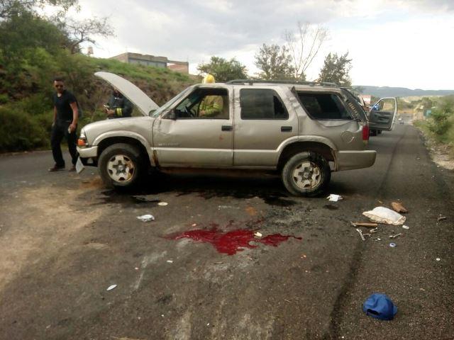 ¡Se volcó una camioneta en Aguascalientes y el conductor está grave!