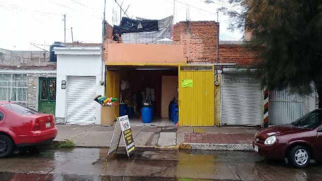 ¡Asaltan negocio de productos de limpieza en Jardines de la Cruz!