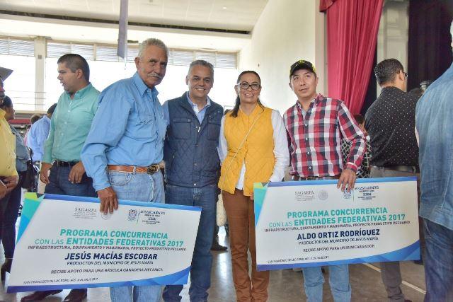¡Entregaron apoyos a productores agrícolas y ganaderos de Jesús María!
