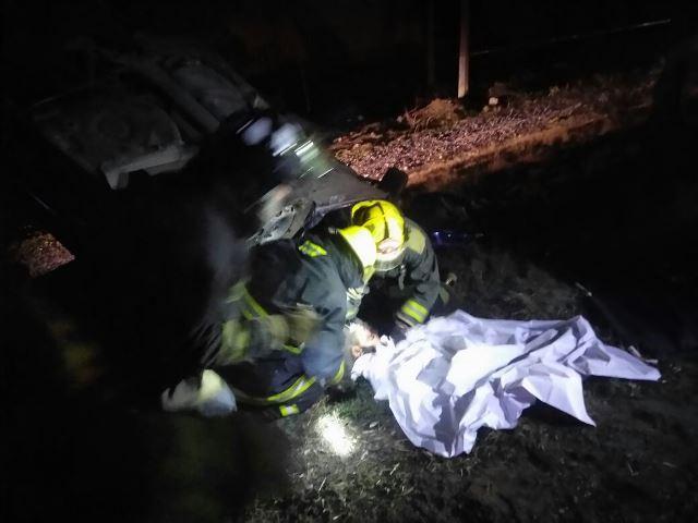 ¡Joven conductor se mata al estrellarse contra un árbol en Aguascalientes!