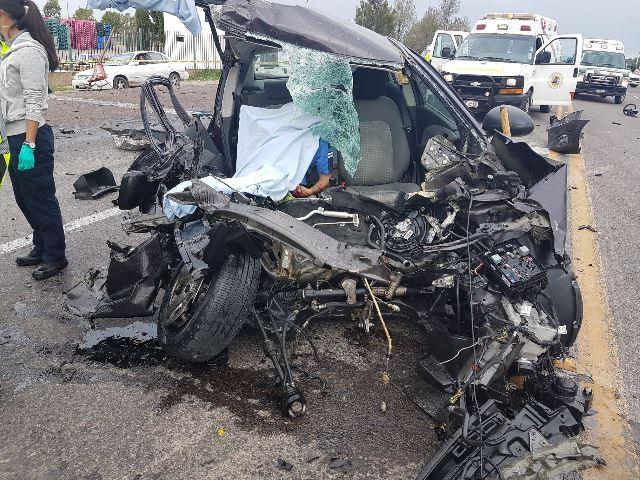 ¡Choque frontal entre tráiler y automóvil dejó 2 muertos y 1 lesionado en Aguascalientes!