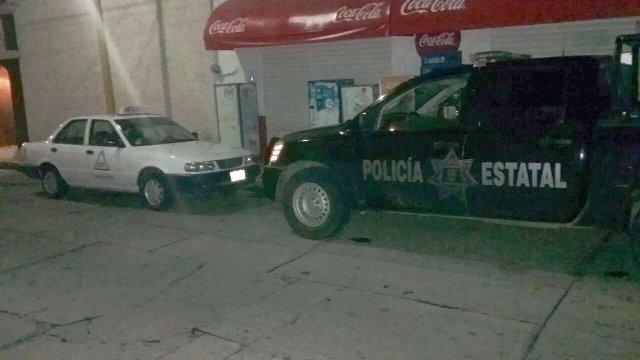 ¡3 delincuentes asaltaron a un chofer y le quitaron un taxi en Aguascalientes y luego fue recuperado!