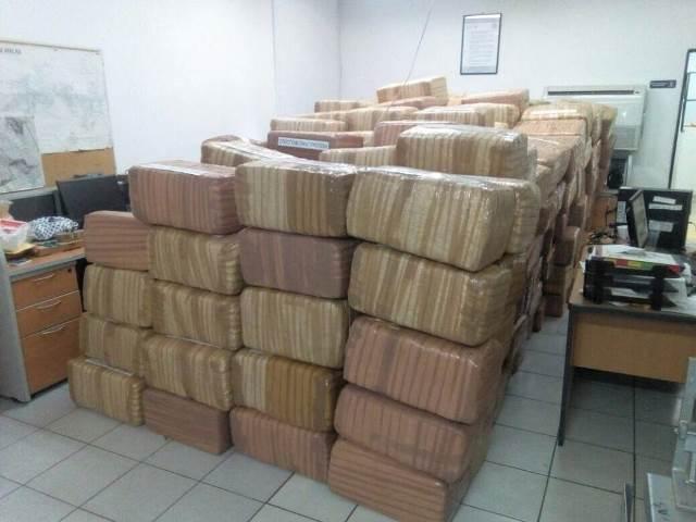 ¡Militares detuvieron a una persona y aseguraron 3 toneladas de marihuana en Río Grande, Zacatecas!