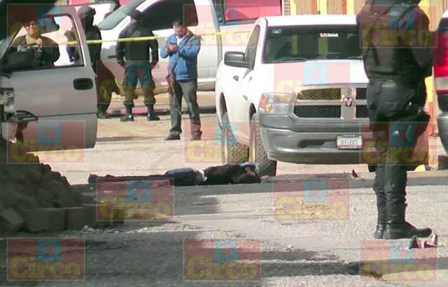 ¡Doble ejecución en Plateros, Fresnillo: asesinaron a balazos a 2 hombres en la vía pública!