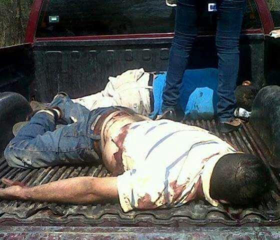 ¡Hallaron a 2 hombres ejecutados en la caja de una camioneta en Villanueva, Zacatecas!