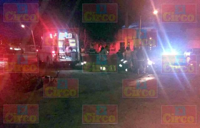 ¡Estudiante de CBTIS lesionado tras estrellar su moto contra un auto en Lagos de Moreno!