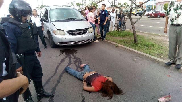 ¡Grave alcoholizada fémina atropellada casi frente al Hospital de la Mujer en Aguascalientes!
