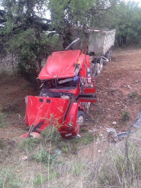¡Joven chofer lesionado tras la volcadura de un tráiler en Aguascalientes!