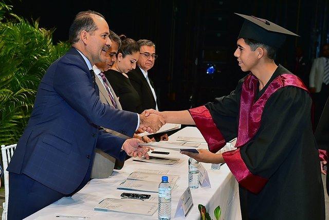 ¡MOS encabezó ceremonia de graduación de la generación 2014-2017 del CECyTEA!