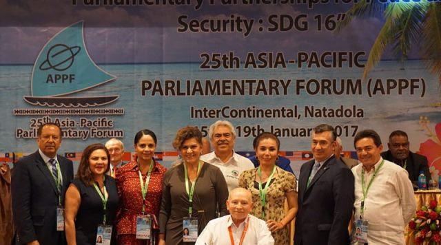 ¡Gastan senadores 2mdp en 5 días en Fiji, entre ellos Chuy Santana de Aguascalientes!