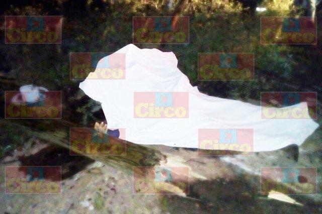 ¡1 muerto y 2 lesionados tras la volcadura de una camioneta en Ojuelos, Jalisco!