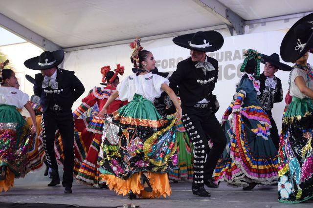 ¡Grandes artistas desfilan por el Foro Cultural de la Feria de los Chicahuales!