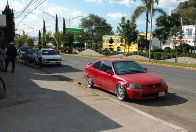 ¡Bebé de 8 meses de nacido murió porque su mamá lo dejó encerrado en un automóvil en Aguascalientes!