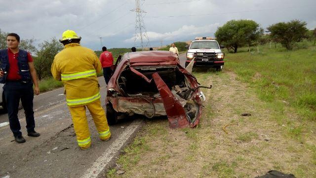 ¡Tráiler embistió un automóvil en Aguascalientes: 4 lesionados!