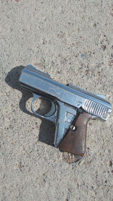 ¡2 sujetos intentaron asaltar una tienda y balacearon a un policía municipal en Aguascalientes!
