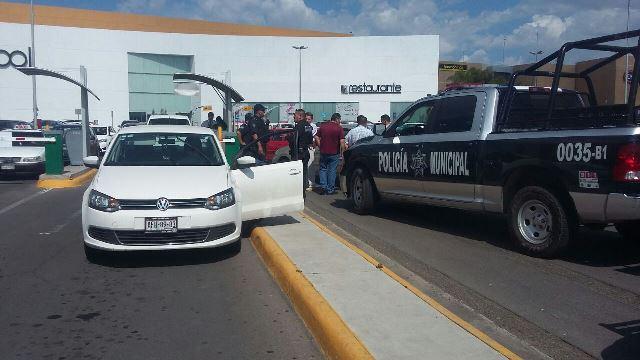 ¡Asaltaron a 2 cuentahabientes en Aguascalientes y los despojaron de $200 mil tras salir de un banco!