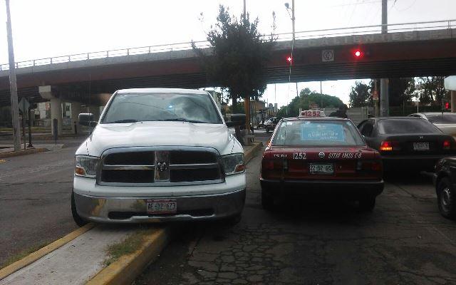 ¡Patrulla de la Policía Ministerial chocó contra un taxi en Aguascalientes y no hubo lesionados!