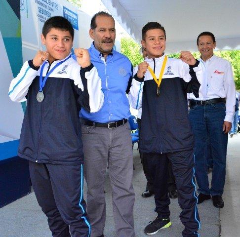 ¡El gobernador Martín Orozco reconoció a Mario Iván Magallanes y a Joel Isaac Fernández medallistas del Festival Olímpico Mexicano de Boxeo 2017!