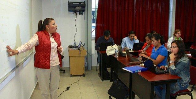 ¡Maestros de educación normal participan en talleres intersemestrales!