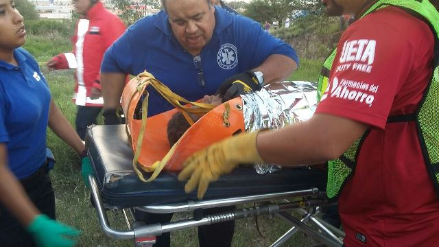 ¡Invidente se salvó de morir tras caer en un desnivel y en un arroyo en Aguascalientes!