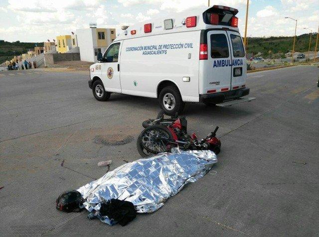 ¡Motociclista murió tras estrellarse contra un camión de volteo en Aguascalientes!