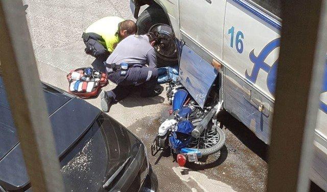¡Identificaron al motociclista que murió tras chocar contra un camión urbano en Aguascalientes!
