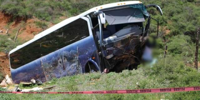 ¡Se desbarrancó autobús de turismo en Morelos, Zacatecas!