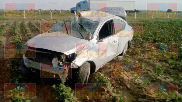 ¡1 muerto y 1 lesionado tras la volcadura de un auto en Ojuelos, Jalisco!