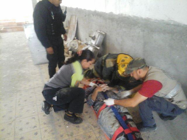 ¡Siete heridos al colapsarse loza de una finca en construcción en Aguascalientes!