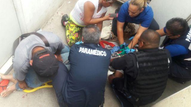 ¡Policía municipal descuelga a pre suicida y le salva la vida en Aguascalientes!
